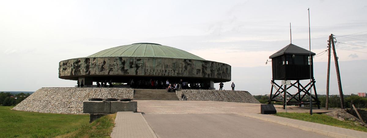 Mausoleumi, sisällä murhattujen tuhkaa